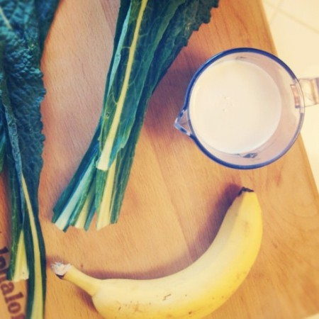 How to Make a Kale Smoothie (without tasting the kale...) | The Daily Dish
